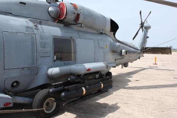 SH-60 armado con dos AGM-114. Foto: Fco Javier Chao