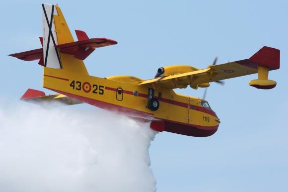 Canadair CL-215 (4)