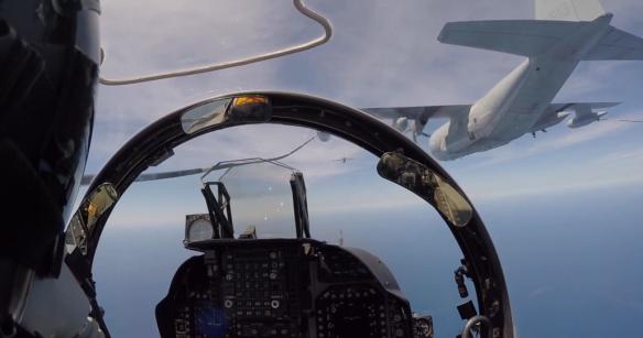 Repostaje de un Harrier con un Hercules