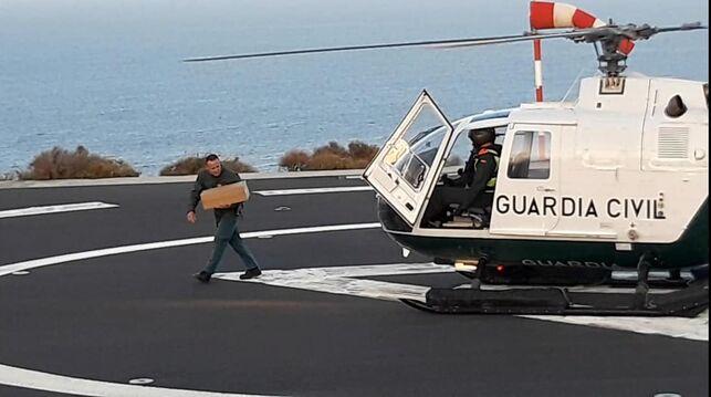 Helicoptero-Guardia-Civil-material-sanitario_EDIIMA20200325_0040_19