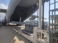 Descarga del material transportado por el A400 (Foto: Ejercito del Aire)