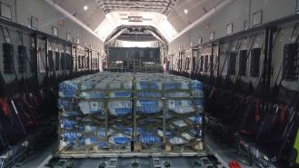 Interior del A400 donde se puede observar los palets con sacos de trigo (Foto: Ejercito del Aire)