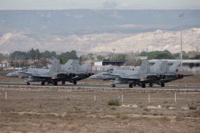 Formación F-18 pista 30R. (Foto: Fco Javier Chao)