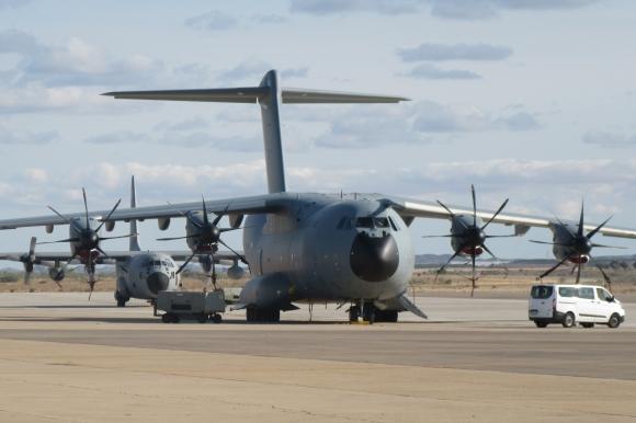 El A400 digno heredero del C-130 Hércules. Fotografiado en la plataforma del Ala 31 de la Base Aérea de Zaragoza (Foto: Fco Javier Chao)