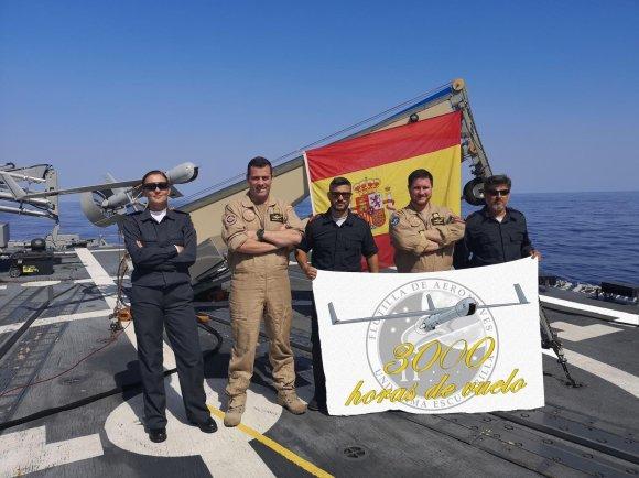3.000 horas de vuelo del Sistema Scan Eagle, cubierta de vuelo de la Fragata Reina Sofia. (Foto: @Armada_esp)