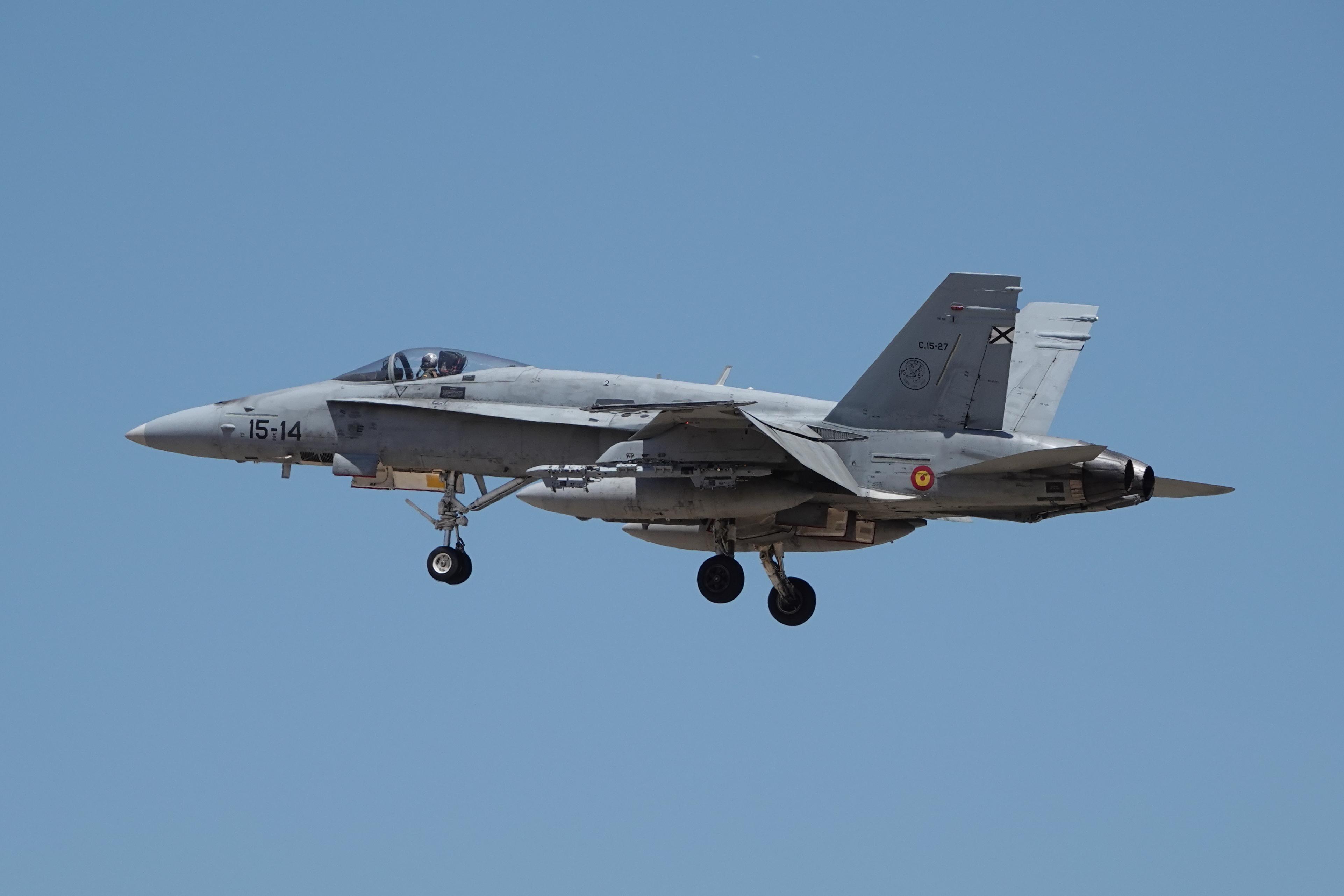 F-18 15-14 (2)