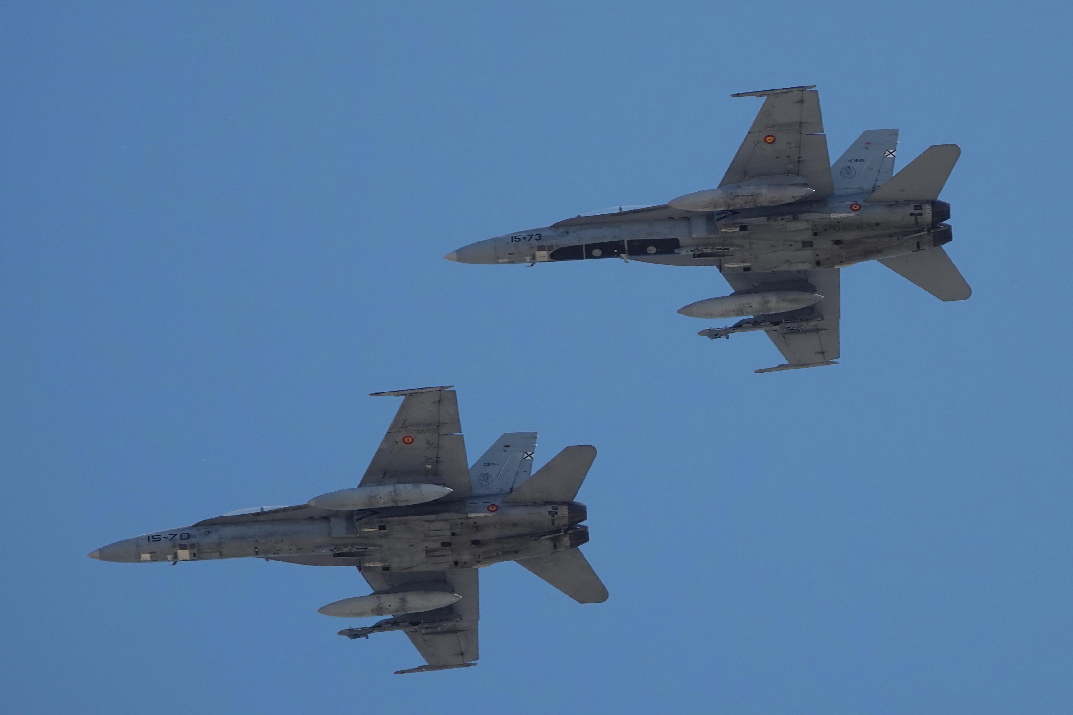 FORMACION F-18