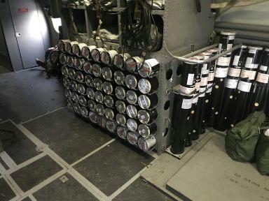 Imagen del interior del P-3 donde se puede observar la estación donde se encuentran las sonoboyas. (Imagen: EdA)